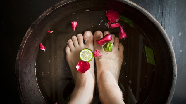 My Feet Are Killing Me - Home Foot Pedicure FI